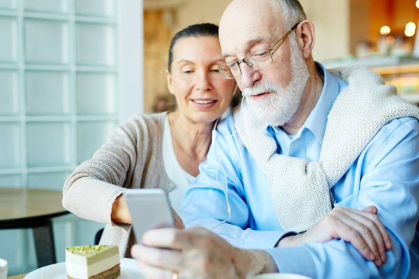 Top 10 Best Consumer Cellular Phones For Seniors in 2020