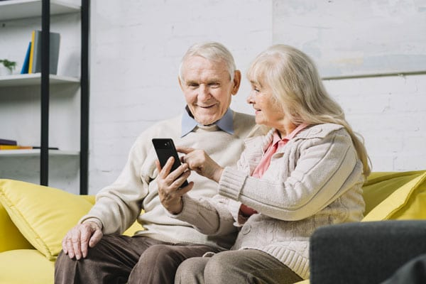 The 8 Best Cell Phone For Seniors Citizen in 2020 – Plans